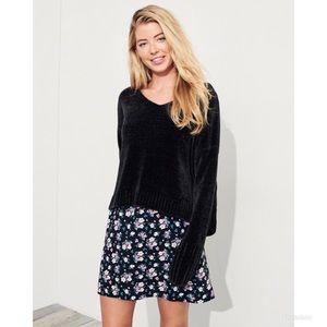 Hollister Chenille V Neck Sweater medium NWT Black